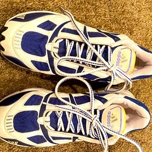 Woman's adidas 8.5 gently worn athletic shoes